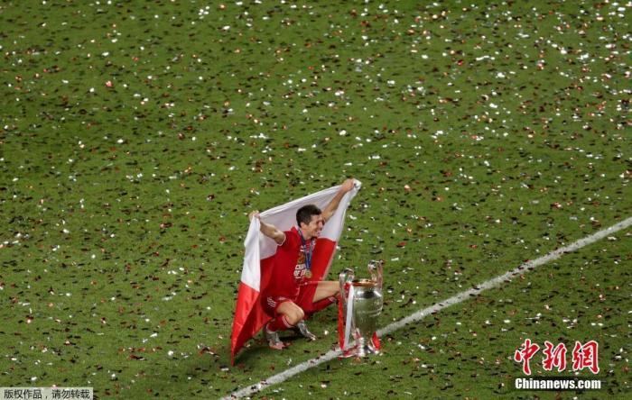 实至名归!莱万以巨大优势当选欧足联年度最佳球员