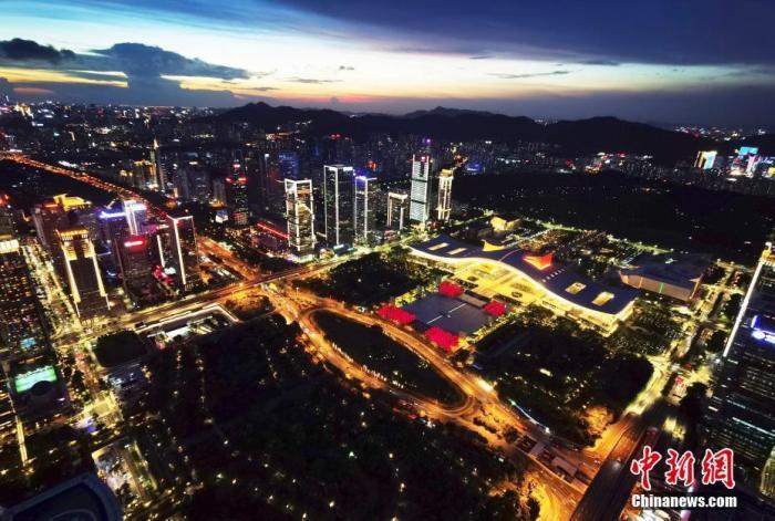 图为深圳市民中心夜景。 <a target='_blank' href='http://www.chinanews.com/'>中新社</a>记者 陈文 摄