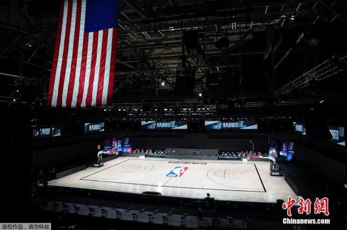 当地时间8月26日,雄鹿宣布在与魔术的NBA季后赛中罢赛。据报道,雄鹿、雷霆、湖人等NBA球队在当日纷纷宣布罢赛。NBA联盟紧急宣布推迟推迟原计划于周三举行的3场季后赛。