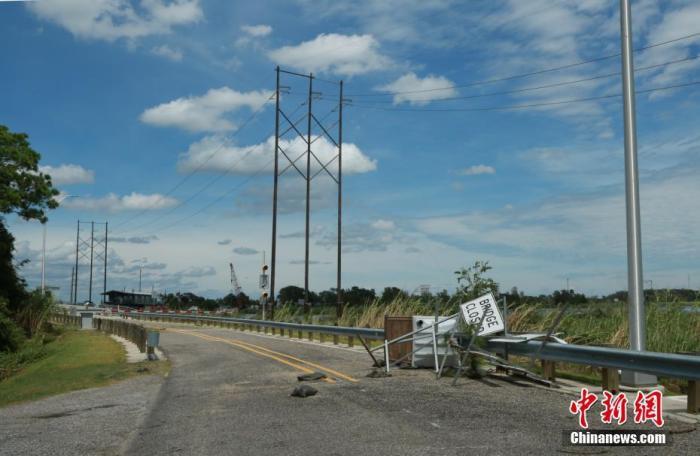 新冠确诊逾590万、飓风过境75万户断电,特朗普急赴灾区