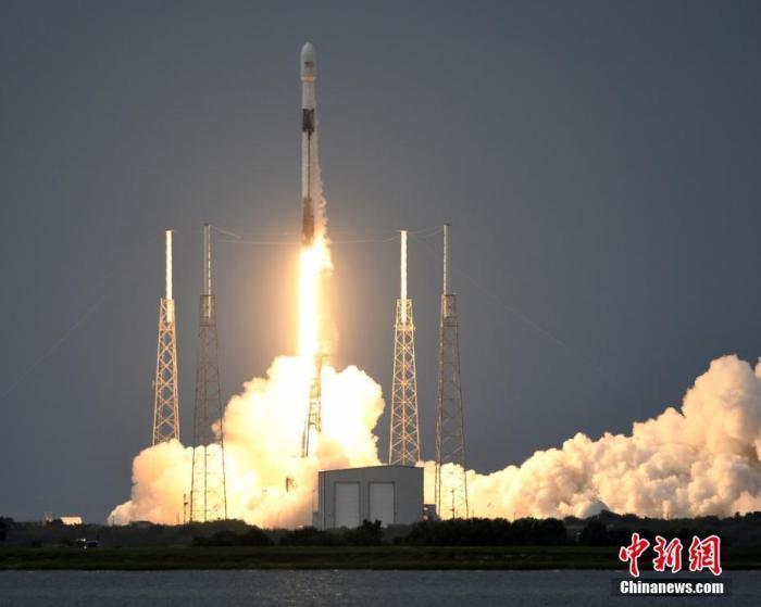 資料圖:美國SpaceX公司的獵鷹9號火箭。圖片來源:ICphoto