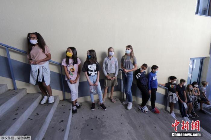 世卫组织称全球每周约5万人死于新冠 多国政府官员确诊