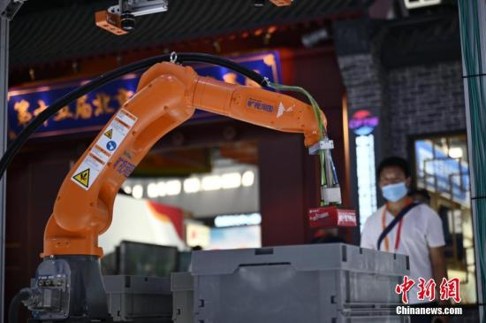 China int'l services trade fair reports 95,000 entries