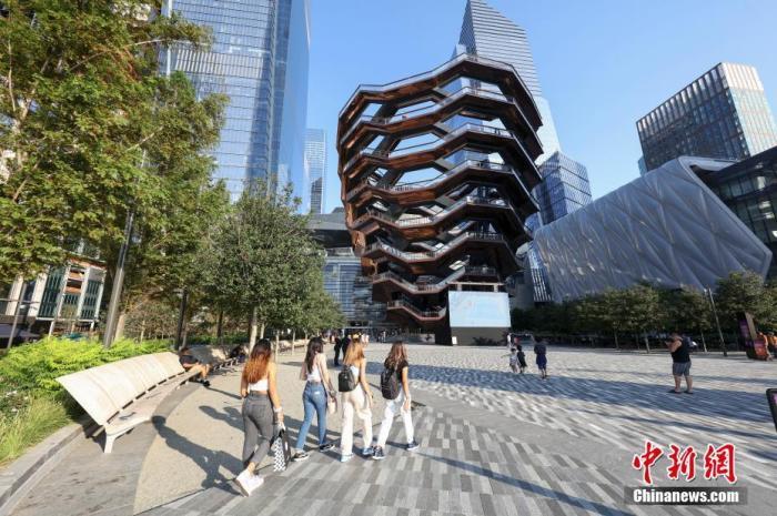 """美国纽约曼哈顿地标建筑""""大松果""""开放不到一年已有3人在此自杀"""