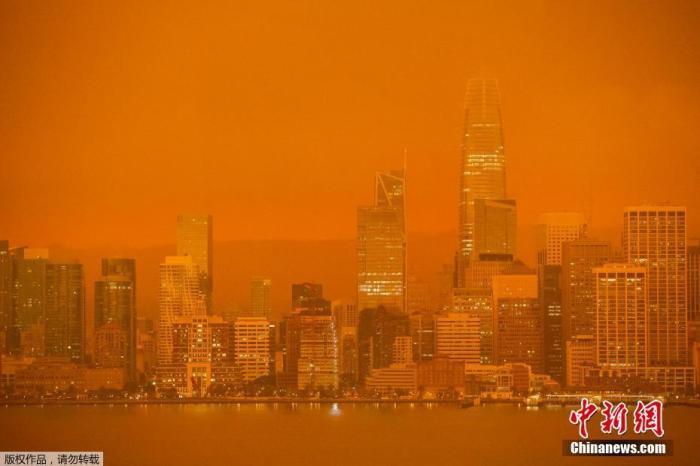 资料图:当地时间9日,烟雾笼罩在旧金山湾区上空。