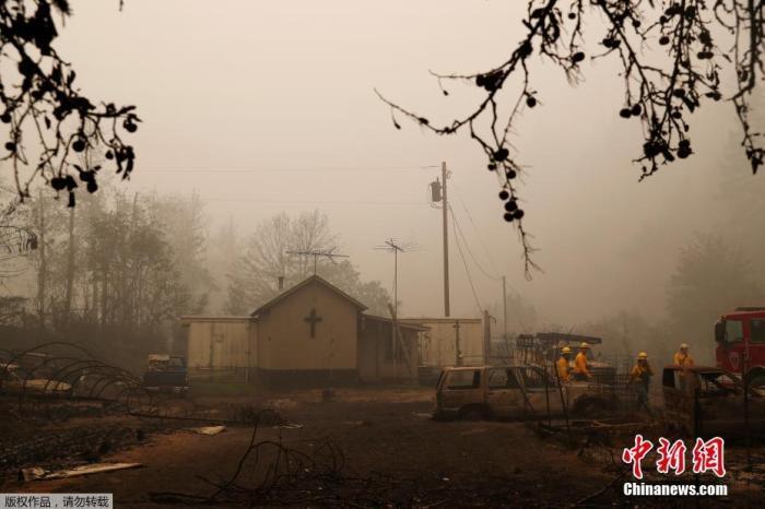 灾情严重的俄勒冈州,州长布朗对约50万人发出紧急疏散警示,超过4万居民撤离家园逃命。