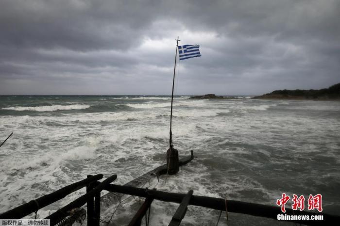 """2020年9月,气旋""""伊亚诺斯""""袭击了希腊西部的港口,损失较严重。"""