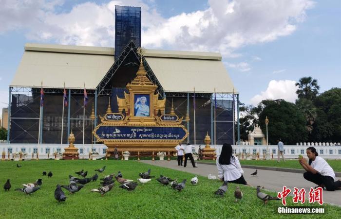 图为柬埔寨王宫一处工程为迎接游客加紧施工。 lt;a target='_blank' href='http://www.chinanews.com/'gt;中新社lt;/agt;记者 欧阳开宇 摄