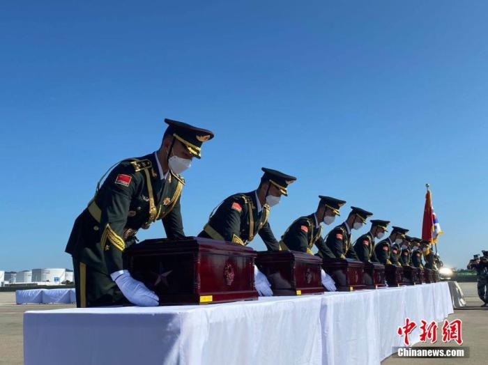 9月27日,第七批在韩中国人民志愿军烈士遗骸交接仪式在仁川举行。中新社记者 曾鼐 摄