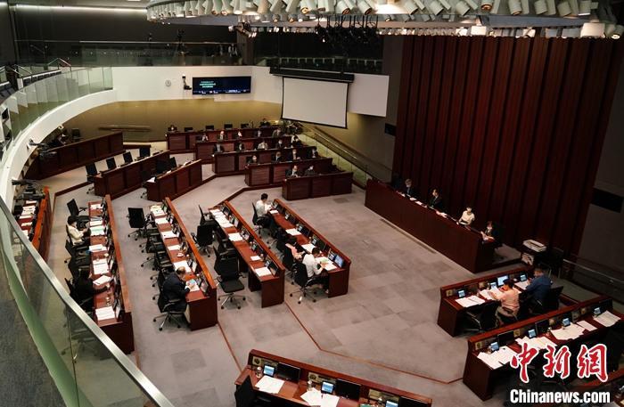 资料图:9月28日,香港立法会财务委员会通过总额为240亿港元的第三轮防疫抗疫基金拨款。 <a target='_blank' href='http://www.chinanews.com/'>中新社</a>记者 张炜 摄