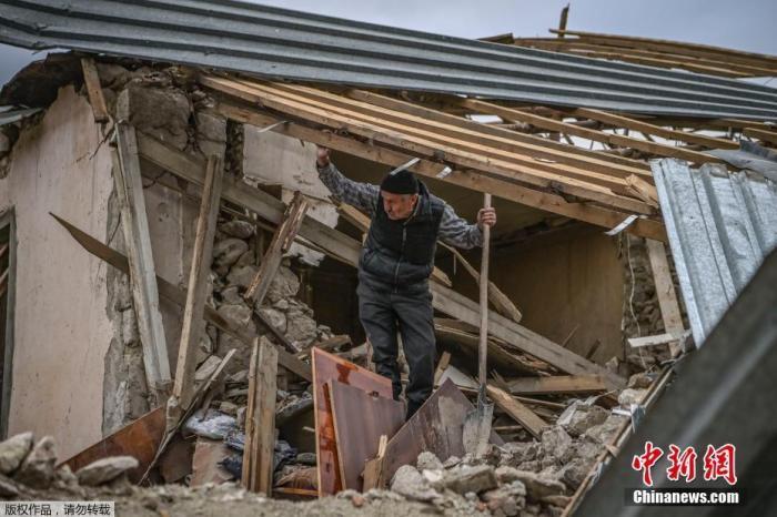纳卡地区冲突持续 俄与欧盟磋商吁亚阿遵守停火规定图片