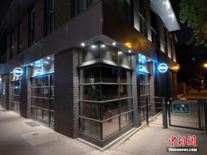 当地时间10月13日晚,柏林市中心一家受外国人士喜爱的酒吧已经关门歇业。