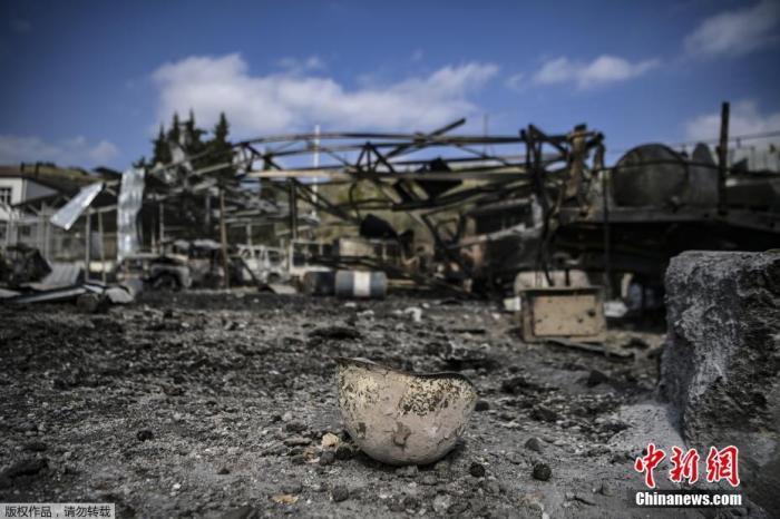 当地时间10月15日,亚美尼亚和阿塞拜疆的冲突在纳卡地区持续进行,Martakert地区一家医院在战火中被摧毁。