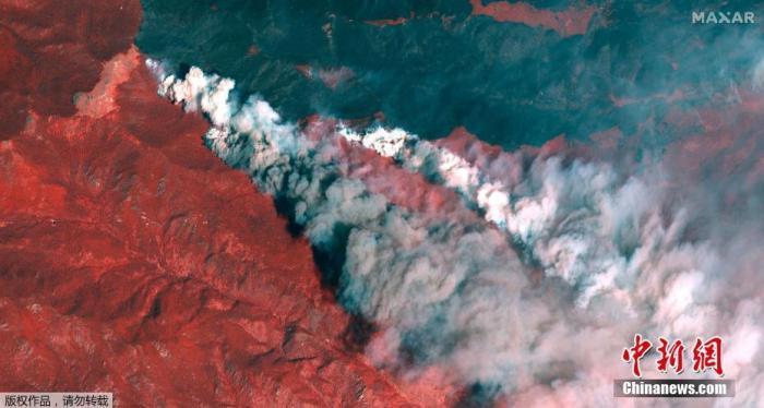 """当地时间10月16日,卫星图拍摄的美国科罗拉多州""""卡梅伦峰""""的山火。"""