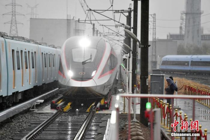 全国铁路明年1月20日起实行新的列车运行图 车票12月22日开始发售
