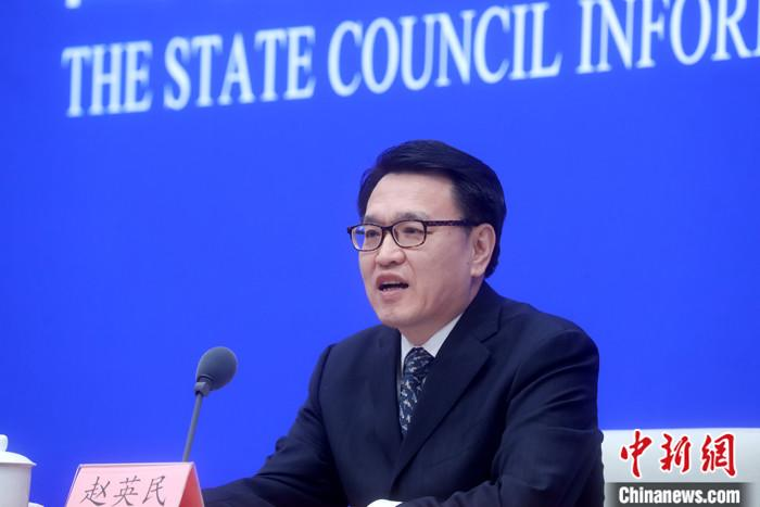 """10月21日,国务院新闻办公室在北京举行新闻发布会,介绍""""十三五""""生态环境保护工作有关情况。中国生态环境部副部长赵英民出席并答记者问。赵英民指出,""""十三五""""时期是中国全面建成小康社会的最后五年,也是污染防治攻坚战全面开展的五年。这五年,中国以打赢打好污染防治攻坚战为主线,环境污染治理取得显著成效,生态环境保护各项工作都取得重要进展,规划纲要确定的主要目标任务已经基本完成。 中新社记者 张宇 摄"""