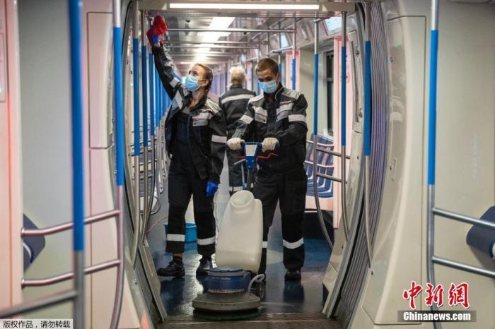 俄单日新冠出院人数创新高 东部军区军人接种疫苗图片
