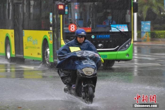 """京津冀及周边等地有霾天气 台风""""艾涛""""影响南海洛克 白落落村"""