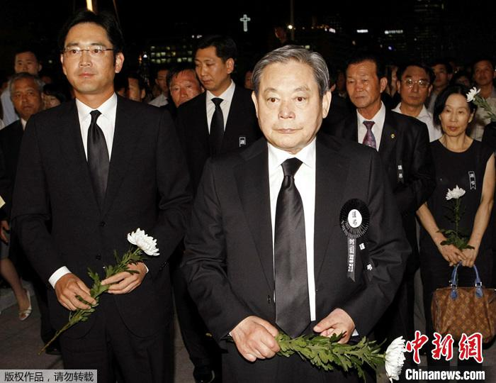 资料图:已故三星集团会长李健熙和三星电子副会长李在镕。