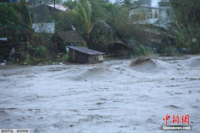 台风接连袭菲22万人住避难所 专家吁慎防疫情扩散图片