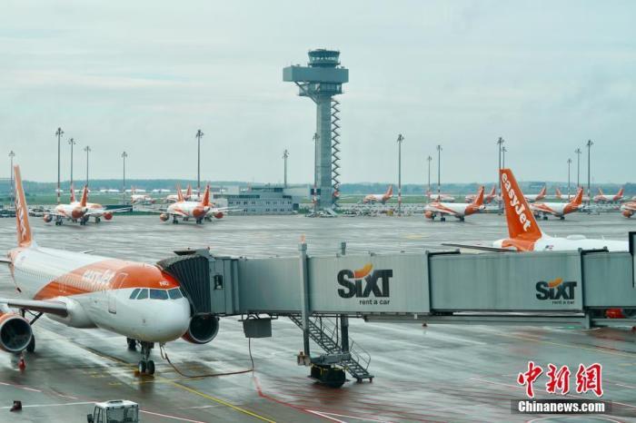 当地时间2020年11月1日下午拍摄的柏林新机场塔台和停机坪。 <a target='_blank' href='http://www.chinanews.com/'>中新社</a>记者 彭大伟 摄