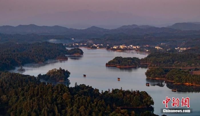 资料图:新余市仙女湖是当地饮用水重要的水源地。 赵春亮 摄