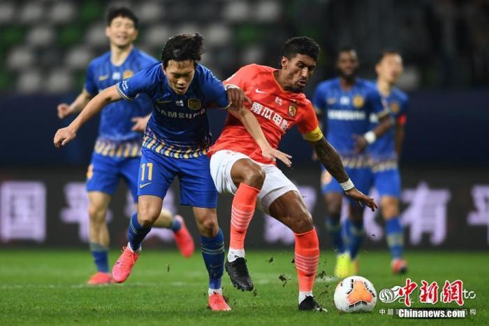 資料圖:失去保利尼奧(右)之后,廣州恒大比賽中表現得非常掙扎。圖片來源:ICphoto