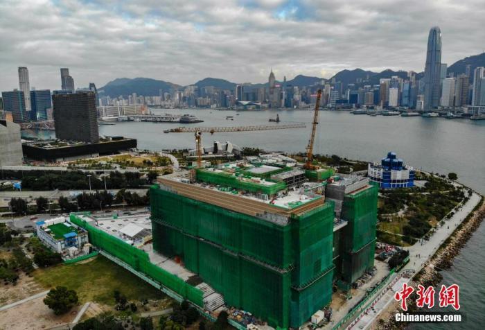 图为正在施工中的香港故宫文化博物馆大楼(航拍)。记者 张炜 摄