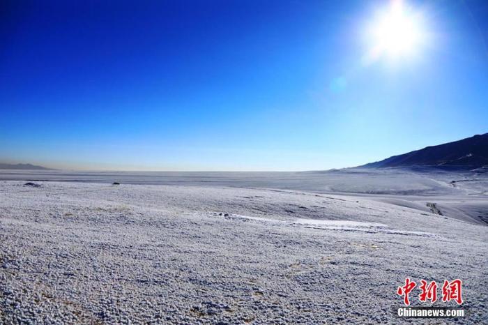 资料图:雪后新疆黑山草原美成仙境。李靖海 摄