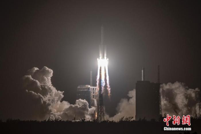 资料图:长征五号遥五运载火箭成功发射探月工程嫦娥五号探测器。中新社记者 骆云飞 摄