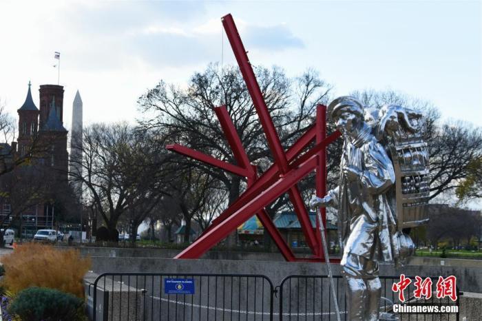 美国史密森学会宣布,自当地时间11月23日起,其位于美国首都华盛顿的下属博物馆、艺术馆以及国家动物园因新冠疫情再度关闭,重新开放日期将另行通知。图为11月23日,位于华盛顿国家广场的雕塑园。 中新社记者 陈孟统 摄