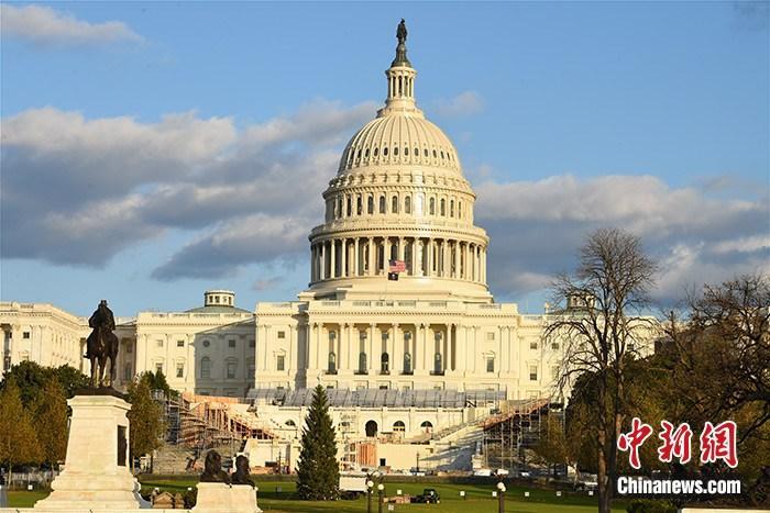 图为美国国会西侧广场,现场正在搭建2021年1月总统就职典礼的观礼台。 a target='_blank' href='http://www.chinanews.com/'中新社/a记者 陈孟统 摄