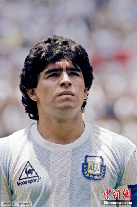 资料图:1986年6月29日,墨西哥世界杯决赛开始前的马拉多纳。