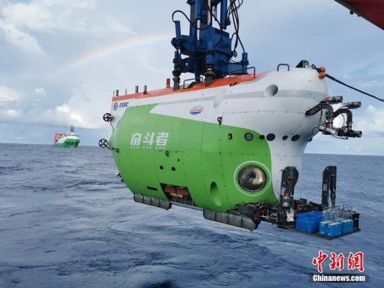 Chinese submersible Fendouzhe returns to Sanya port after setting new record