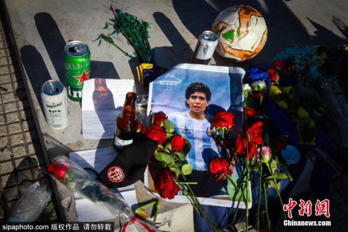 阿根廷球迷纪念马拉多纳。图片来源:Sipaphoto版权作品 禁止转载