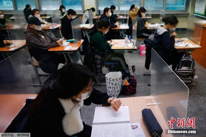 韩国大学修学能力考试现场。