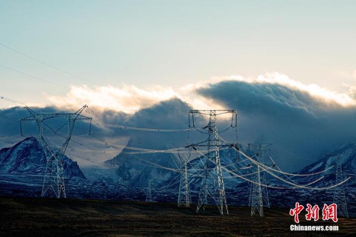 西藏阿里联网工程投运 沿线38万农