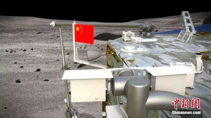 """中國在月球表面首次實現五星紅旗的""""獨立展示""""。圖為五星紅旗月面展示模擬圖。 國家航天局供圖 攝影:張高翔"""