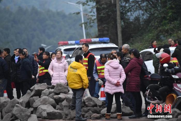 重庆吊水洞煤矿仍有5名被困人员没被找到 井下积水影响救援