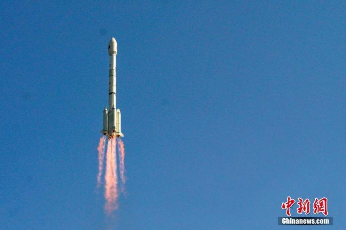 北京时间12月6日11时58分,中国在西昌卫星发射中央用长征三号乙运载火箭,成功将高分十四号卫星送入预定轨道,发射获得完善成功。郭文彬 摄