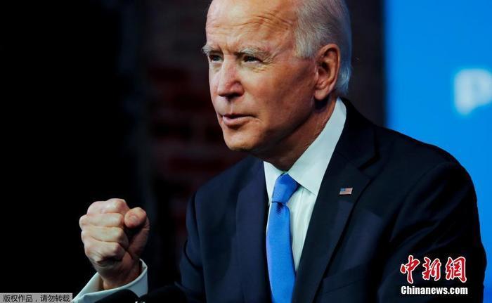 当地时间12月14日,美国选举团正式确认拜登在2020年美国总统大选中击败特朗普后,美国当选总统拜登在特拉华州威尔明顿皇后剧院的过渡总部发表电视讲话。