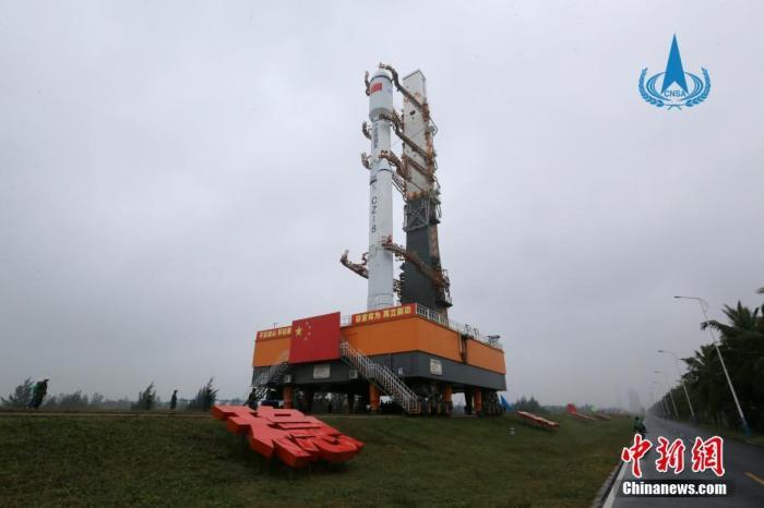 12月16日,据中国国家航天局消息,长征八号遥一运载火箭在中国文昌航天发射场完成技术区相关工作后,垂直转运至发射区,计划于12月底择机实施飞行试验任务。国家航天局供图