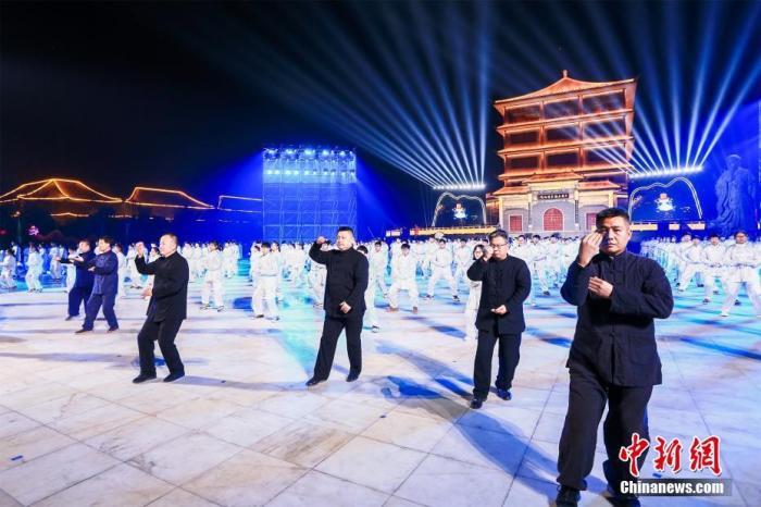 12月17日晚,河南温县举行太极拳申遗成功庆祝活动。 a target='_blank' href='http://www.chinanews.com/'中新社/a发 张斌 摄