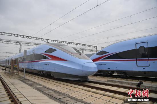 复兴子弹头列车在西藏首发