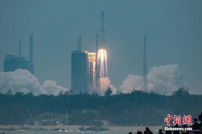 资料图为长征八号运载火箭在中国文昌航天发射场发射。骆云飞 摄