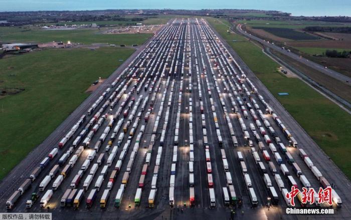 意大利恢复与英国货运通道 英法边界大量货车司机仍滞留图片