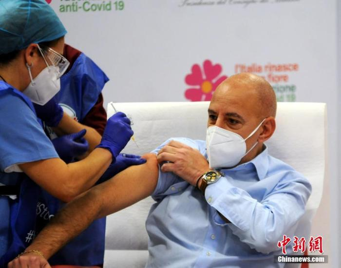 意大利巴勒莫, 人们在医院有序接种预防新冠的疫苗。图片来源:ICphoto