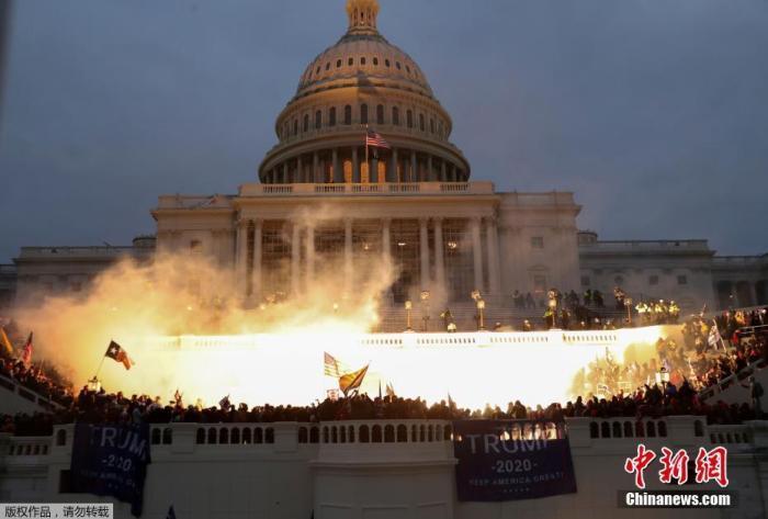 """美国会骚乱凸显""""两个美国""""对立加剧"""