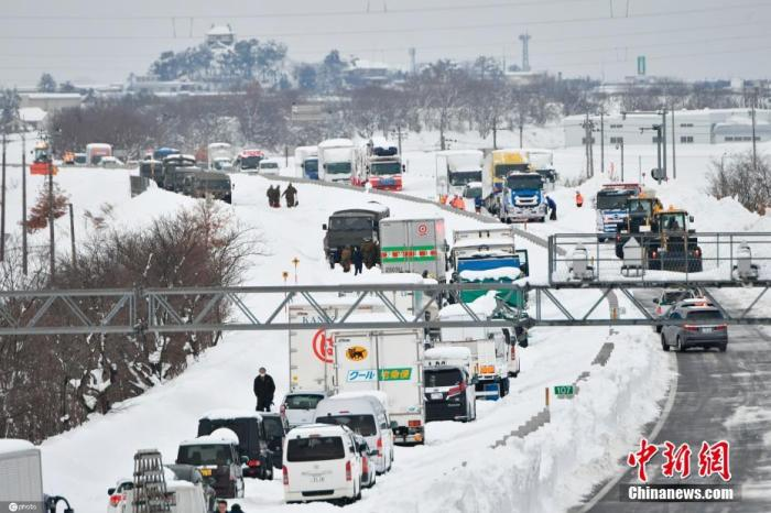 日本北海道遭遇大雪 11人受困列车约7.5小时
