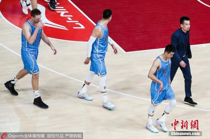资料图:10日,CBA第二阶段第28轮,深圳马可波罗队95比92险胜北京首钢队。图为比赛现场首钢队球员。图片来源:Osports全体育图片社